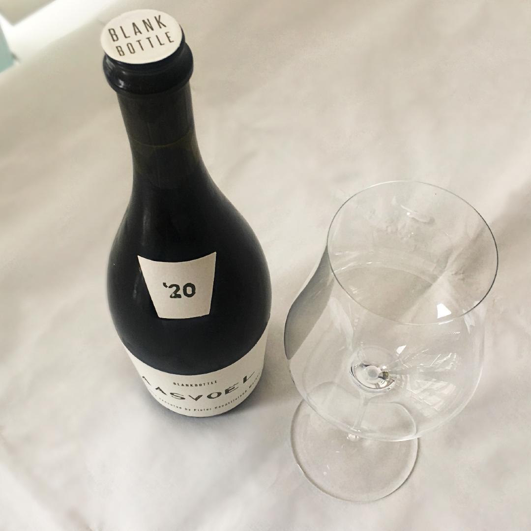 BLANKbottle Aasvoël 2020 bottle and empty glass